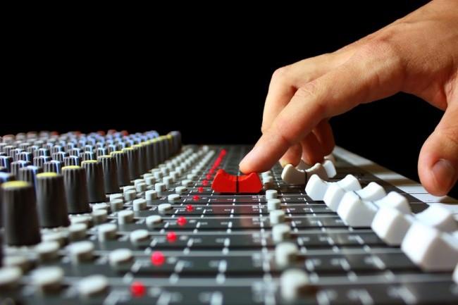 Сведу треки в сетАудиозапись и озвучка<br>Быстро сведу ваше желаемые треки в сет, жанр и направление не имеют значения. Делаю быстро и в срок<br>