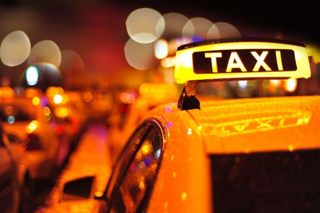 Подписка на телеграм бота для службы таксиМобильные приложения<br>Предлагаем телеграм бота для такси. На данный момент бот умеет: - удобный кабинет для диспетчера для регистрации заказов. - сохранение истории переписки. - расчёт комиссии для водителя и автоматическое списание с его счёта. В разработке: - прием заказов от клиентов через Бота - работаем над отчётами и визуализацией расположения машин на карте. Бот и модуль администратора работают у нас на сервере. Вы ежемесячно оплачиваете подписку.<br>