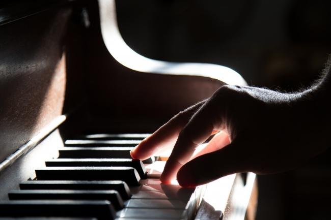 Сниму партию с любого трека, пришлю ноты и midiМузыка и песни<br>Сниму партию с любого трека (популярные песни, саундтреки из фильмов и компьютерных игр, а также красивые классические произведения) Быстро и качественно! Пришлю ноты (в формате PDF) для фортепиано , либо ноты и midi-файл. Обычно делаю за 2 дня, но сроки зависят от конкретного произведения.<br>