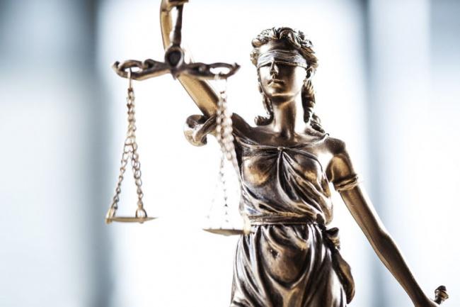 Составлю качественное исковое заявлениеЮридические консультации<br>Вы столкнулись с тем, что Вам нужно составить исковое заявление, а Вы не знаете как это правильно сделать;Вы столкнулись с тем, что на Вас подали исковое заявление в суд, а Вы не можете грамотно юридически ответить на него?Тогда Вы можете обратиться ко мне, я помогу Вам грамотно юридически как составить исковое заявление, так и правильно на него ответить. Исковые заявления составляются по жилищным, семейным, трудовым и наследственным делам.<br>