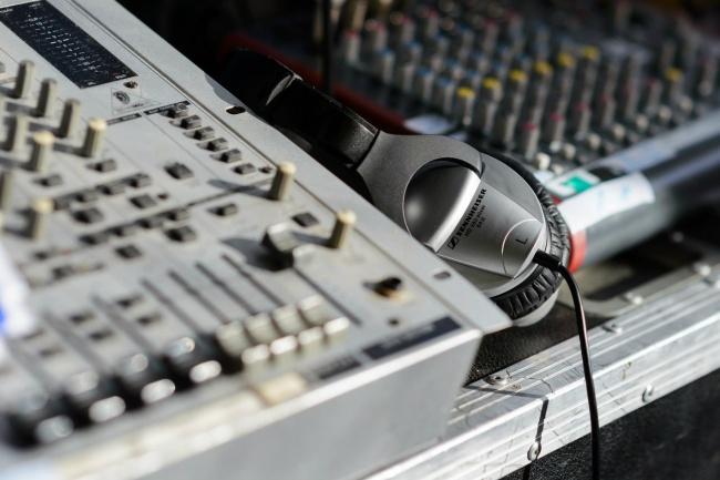Музыка для рекламы до 40 секундМузыка и песни<br>Лучшее решение для музыкального оформления аудиоролика, это подобрать подходящую инструментальную композицию из имеющихся в вашем багаже, и затем заказать у нас изготовление похожей по настроению и звучанию, но отличающуюся по мелодии и гармонии, чтобы получить нужный результат и не платить лишнего. Студийное качество гарантируем.<br>