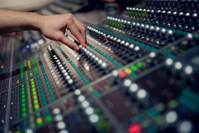 Любая работа с аудиоРедактирование аудио<br>1 кворк включает обработку аудио-записей (дикторских начиток, аудиокниг, голосовых медитаций, лекций, подкастов, песен и т.д.): - Удаление шумов микрофона, щелчков, посторонних звуков; - Наложение эффектов, увеличение уровня громкости, плавные переходы, изменение скорости и т.д.; - Монтаж, разрезание/склейка аудиофайлов различных форматов (mp3, wav и т.д) по Вашим временным меткам; - Подрезание/укорачивание дорожки; - Добавление фоновой музыки, предоставляемой Вами; - Извлечение аудио из видео любого формата; - Конвертация аудио файла в любой нужный формат; - И многое другое. Индивидуальный подход, качественное исполнение.<br>