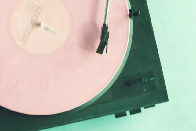 Составлю музыкальный плейлист, подборки песенМузыка и песни<br>Составлю оригинальный и интересный музыкальный плейлист исходя из ваших предпочтений и пожеланий для кафе/бар/клуб а также возможно для вашего микса, видео или просто прослушивания. Любой жанр музыки. Результатом работы будет ссылка на архив с текстовым файлом с содержанием названия композиции и порядком воспроизведения, файл m3u, а также все композиции в формате mp3 с качеством звука не менее 320 kbps.<br>