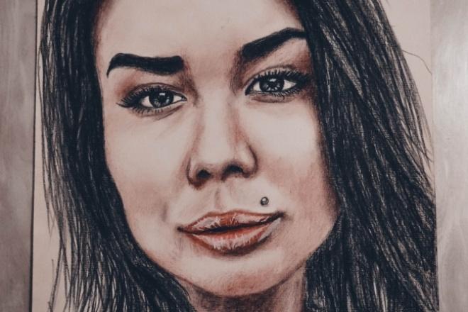 Нарисую ваш портретИллюстрации и рисунки<br>рисую ваш портрет на листе формата A3 цветными карандашами, углем, обычным карандашом, снимаю на профессиональный фотоаппарат обрабатываю фото в adobe lightrom высылаю вам по электронной почте.<br>