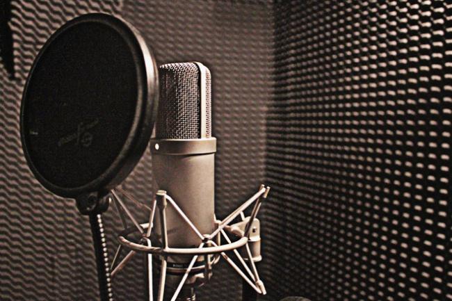 Создание рекламного аудио-ролика для радио, торгового центраАудиозапись и озвучка<br>Создание озвучки текста до 30 секунд. Только дикторский голос почищенный от шумов и выровненный по уровню. Монтажные корректировки (исправления и переозвучка без изменения сценария) выполняются бесплатно до двух раз. Наложение музыкальной подложки и написание сценария не входит в стоимость, но можно заказать в дополнительных опциях.<br>