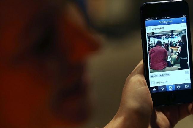 Интеграция WhatsApp и Telegram в InstagramПродвижение в социальных сетях<br>Как работает WhatsApp ссылка? Ссылка размещается в описании профиля. Одним кликом на ссылку, клиент автоматически начинает WhatsApp чат с Вами. Преимущества наличия WhatsApp ссылки? 1. Клиент одним кликом начинает чат с Вами; 2. Разнообразие коммуникации: аудио, видео, звонок; 3. Создание личной клиентской базы. Пример интеграции http://www.instagram.com/eterinl/<br>