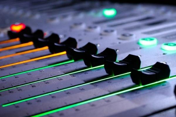 Коммерческое сведение и мастеринг трекаРедактирование аудио<br>Сведение вашего трека, выравнивание и тюнинг вокальных партий, а так же мастеринг под современные коммерческие стандарты.<br>