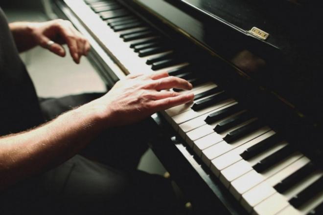 Напишу оригинальную композицию на фортепианоМузыка и песни<br>Напишу оригинальную композицию, исполненную на фортепиано, согласно Вашим пожеланиям. Пример работы http://www.jamendo.com/track/1476902/desolate Один кворк равен двум минутам.<br>