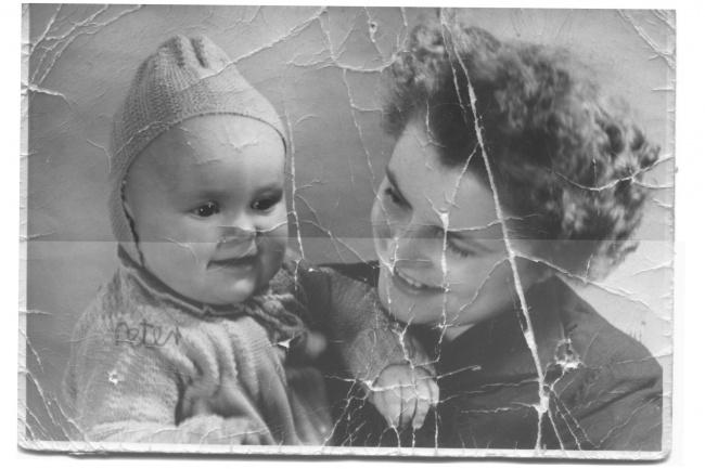 Восстановление старых фотографийОбработка изображений<br>Реставрация, коррекция, ретушь и раскраска старых фотографий любой сложности, удаляю заломы, царапины, пятна.<br>