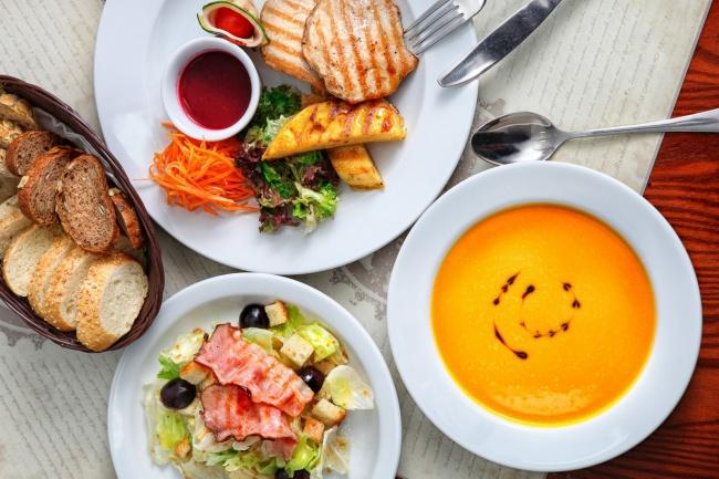 Подберу меню обедов для рационального питания на весь месяцРецепты<br>Всем здоровья! Предлагаю разнообразить питание в домашних условиях обедами из блюд, которые не повторяются на протяжении всего месяца. Пища максимально усваивается при определенном сочетании жиров, белков, углеводов, витаминов и минеральных солей. Каждому месяцу - свое меню блюд. Сезонные особенности учитываются. Пищевые продукты экономно расходуются. Обед, как правило, состоит из основного и сладкого блюда. Вы можете выбрать себе блюдо по вкусу. Желаю всем приятного аппетита!<br>