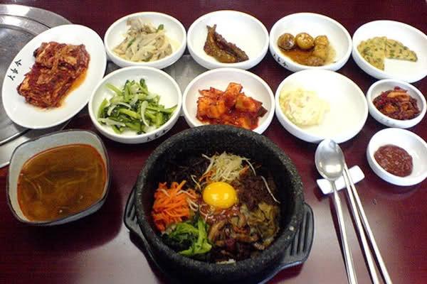 Напишу рецепты корейской и японской кухниРецепты<br>Приветствую уважаемые покупатели! Азиатская кухня познакомит каждого с прелестями восточных блюд, представит особенности их приготовления и традиции употребления. Надеемся, знакомство с азиатской кухней привнесет в вашу жизнь красоту, здоровье и гармонию. Азиатской кухней считаются кулинарные традиции многих восточных стран, например: Японии, Китая, Тайланда, Северной и Южной Корее. Напишу для вас уникальные рецепты оригинальных блюд азиатской кухни с пошаговыми уникальными фотографиями. К каждому рецепту минимум 3 качественных фото (ингредиенты, процесс приготовления и финальная). Статьи структурированы: описание блюда, ингредиенты, пошаговое приготовление.<br>