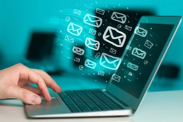 Разошлю вручную Ваше коммерческое предложениеE-mail маркетинг<br>Отправлю Ваше коммерческое предложение (100 адресатам) на контактный e-mail или через форму обратной связи на сайтах потенциальных клиентов. Рассылаю по предоставленному списку сайтов. Если у Вас нет такого списка, закажите дополнительную опцию . Регистрирую e-mail для рассылки (логин и пароль передаю Вам с отчетом о выполненной работе).<br>
