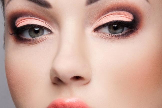 Индивидуальный макияж, сам себе визажист, стилист по скайпСтиль и красота<br>Предлагаю Вам научиться делать профессиональный макияж на каждый жень и особые случаи, разбор Вашего типа внешности и советы по составлению образа, включая одежду и аксессуары. Особенно обращаю внимание на создание правильной формы брови. После уроков вы будете в состоянии сами повторить пройденный материал. По скайп +неделя сопровождения по Вашим вопросам<br>