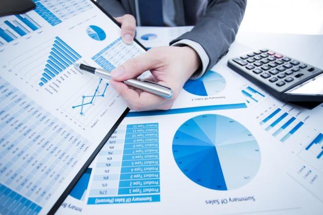 Бизнес аналитик, аналитика продажСтатистика и аналитика<br>Очень часто возникает вопрос-какой объем продаж возможно ожидать в следующем месяце,какое количество и какие товары необходимо иметь в запасе на складе,а от каких товаров необходимо избавиться? Какие факторы влияют на продажи?Как верно формировать цены для покупателей?Какие действия необходимо предпринять для увеличения продаж? На все эти вопросы может ответить бизнес аналитика. Выполняю: ABC анализ; XYZ анализ; Факторный анализ продаж; Прогноз продаж; Анализ эффективности товарных запасов; Прогнозирование объемов закупок; Опыт 5 лет; Конфиденциальность гарантирую.<br>