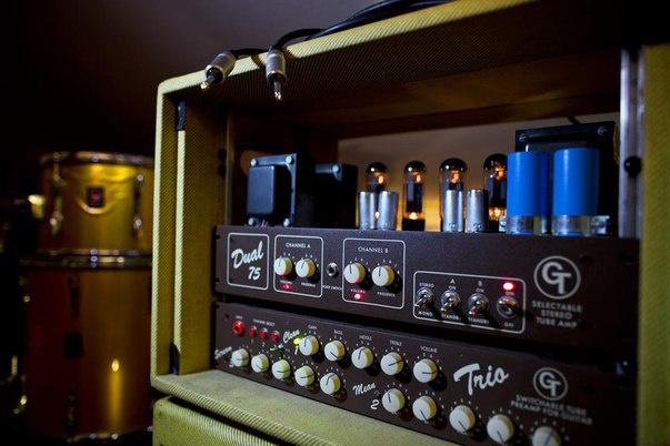 РеампингМузыка и песни<br>Реампинг - способ записи звука, без которого трудно представить современную музыку. Благодаря ему можно добиться самого качественного звука, записав гитары дома или в простенькой студии. Преампы: AMT Heater (грелка) AMT S-driver AMT Bulava R&amp;amp;R SL\LD Оконечник: Custom на EL84 Динамики: Celestion Vintage 30<br>
